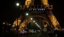 """""""Merci"""": Proyectan mensajes en la Torre Eiffel para las personas…"""