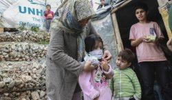 Mujer residente en campo de migrantes de Grecia da positivo…