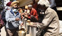 Un gurú indio 'superpropagador', podría haber contagiado a 15,000 personas