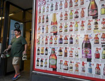 Restricciones en Australia impiden comprar más de 48 botellas cerveza por cabeza