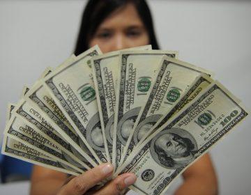 El dólar supera los 22 pesos ante nerviosismo por COVID-19; la Bolsa Mexicana cae 7%