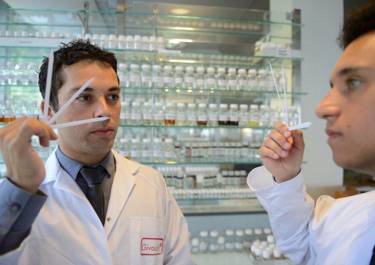anosmia-sintoma-covid-19-olfato