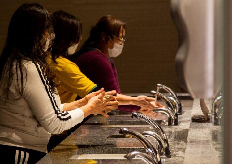 Texas cierra bares y restaurantes, tras declarar desastre en salud pública por coronavirus