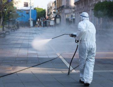 Desinfectan espacios públicos del municipio de Aguascalientes