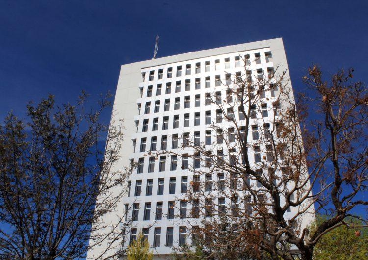 Ofrece rectoría becas y prórrogas a alumnos de la UAA