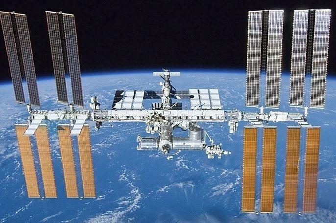Tres turistas podrán pasar una semana en la Estación Espacial en 2021