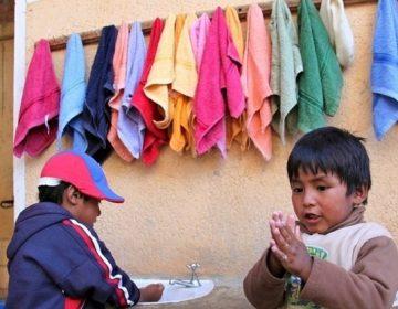 """UNICEF avisa de que millones de personas no pueden lavarse las manos, """"clave"""" contra el coronavirus"""