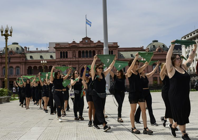En el #8M, El Salvador y Argentina destacan por sus protestas a favor del aborto