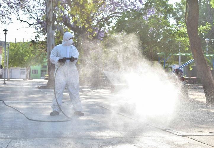 Continúa desinfección de espacios públicos de la capital