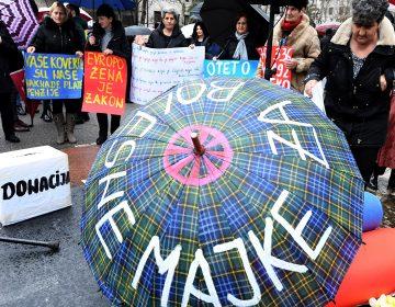 Mujeres estremecen el Viejo Mundo con marchas y manifestaciones