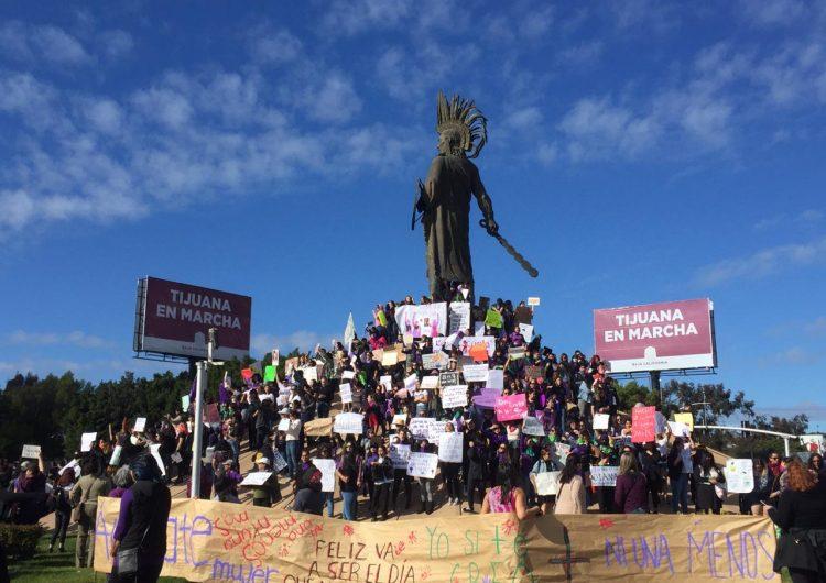 Marchan alrededor de 2 mil mujeres por el 8M en Tijuana