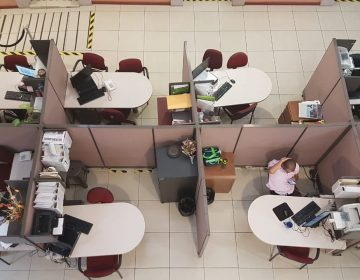 Oficinas vacías y comercios cerrados por paro de mujeres en Aguascalientes