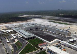 Turistas varados en aeropuerto Cancún