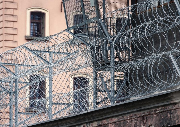 Afganistán liberará 10,000 prisioneros debido al COVID-19; Etiopía indulta a 4,000