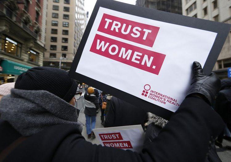 """Estudio internacional revela que el 90% de las personas tiene """"prejuicios contra las mujeres"""""""