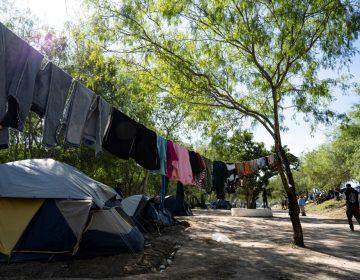 """Ante el COVID-19 """"estamos abandonados"""", dicen migrantes varados en las fronteras de México"""