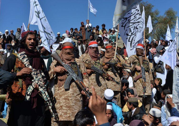 Los talibanes se reúnen con el gobierno de Afganistán por primera vez en 18 años