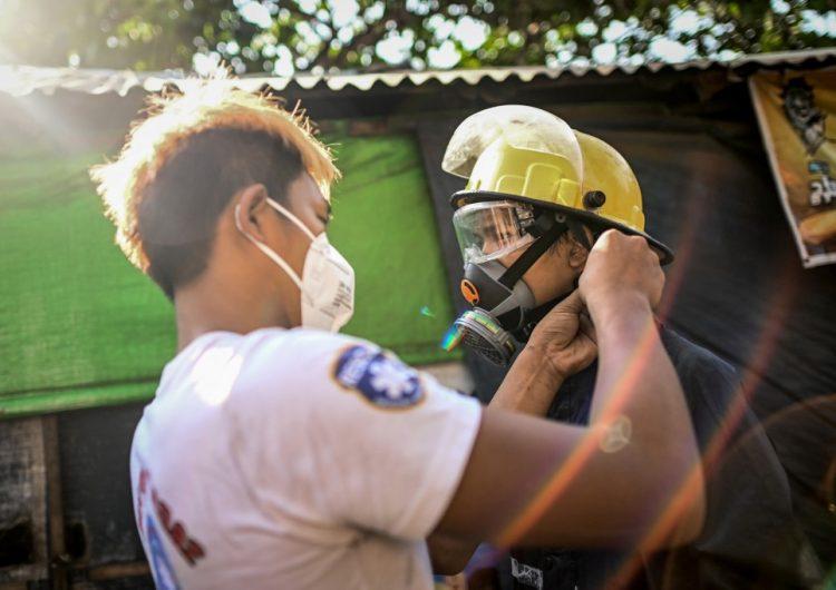 Expresos birmanos recomiendan meditación y juegos de memoria ante el confinamiento