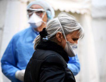 Francia supera 5,300 muertos por COVID-19; 884 han ocurrido en geriátricos