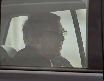 El cardenal Pell sale de la cárcel tras ganar la apelación a su condena por pederastia