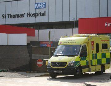 Boris Johnson abandona cuidados intensivos; estará en observación