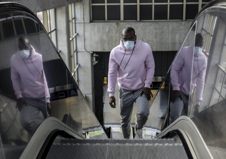 Europa recomienda el uso de cubrebocas en personas no enfermas
