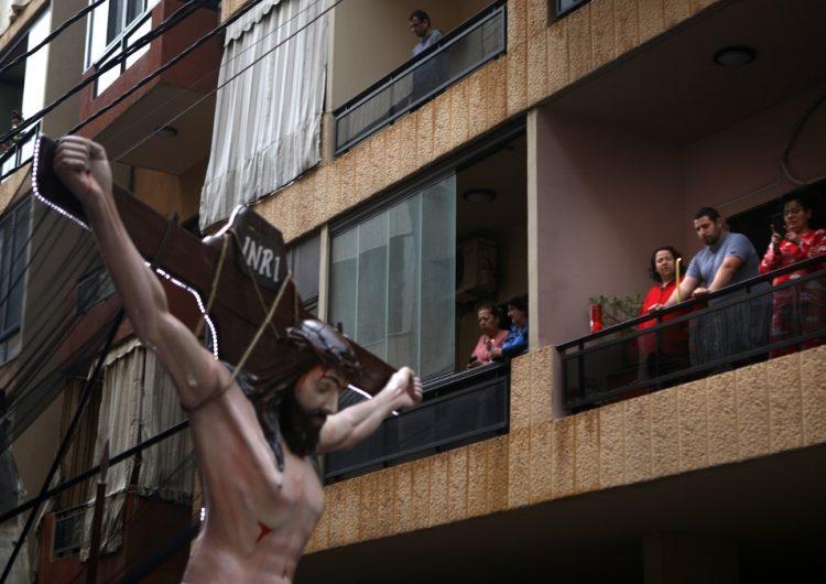 El mundo roza los 100,000 muertos por coronavirus y conmemora la Semana Santa confinado