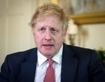 """Venceremos al coronavirus"", dice Boris Johnson tras salir del hospital"