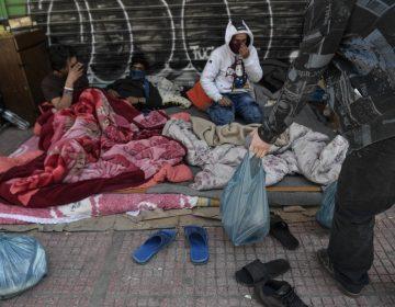 Grecia reubica en hoteles a 1,000 refugiados para protegerlos del coronavirus