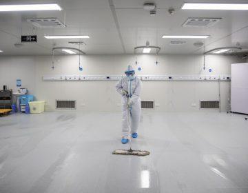 Laboratorio chino rechaza acusaciones sobre el origen del virus; Trump redobla las críticas