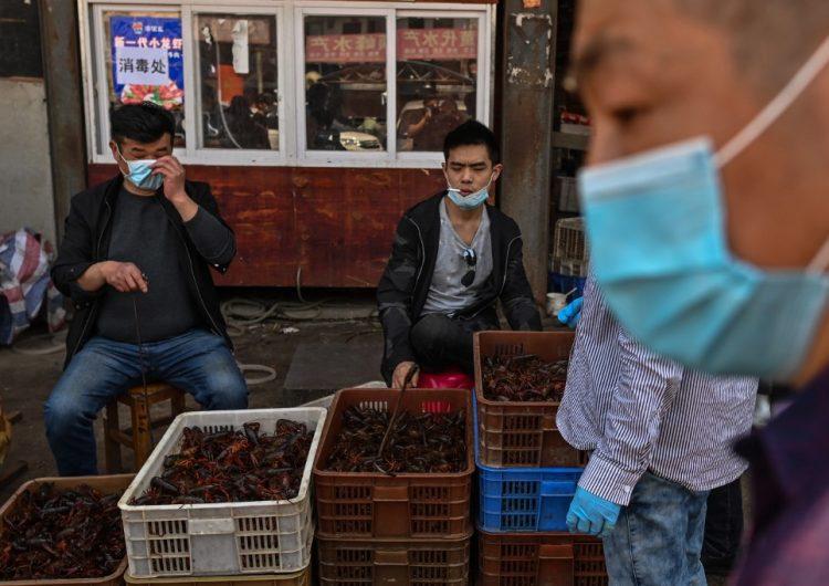 China eleva un 50 % el número de muertos por COVID-19 en Wuhan; Trump acusa que la cifra es mayor