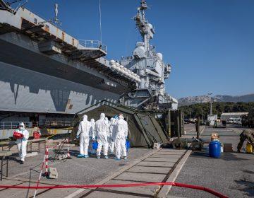 Más de 1,000 marineros dan positivo al coronavirus en un portaaviones francés