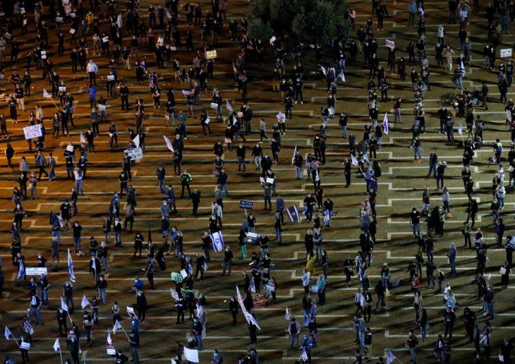Miles de israelíes se manifiestan en Tel Aviv con cubrebocas y a dos metros de distancia