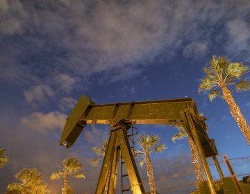 Se hunde el precio del petróleo WTI; ofrecen pago para deshacerse del crudo