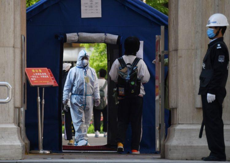 Los estudiantes chinos vuelven a clase con grandes medidas de seguridad y temor al coronavirus