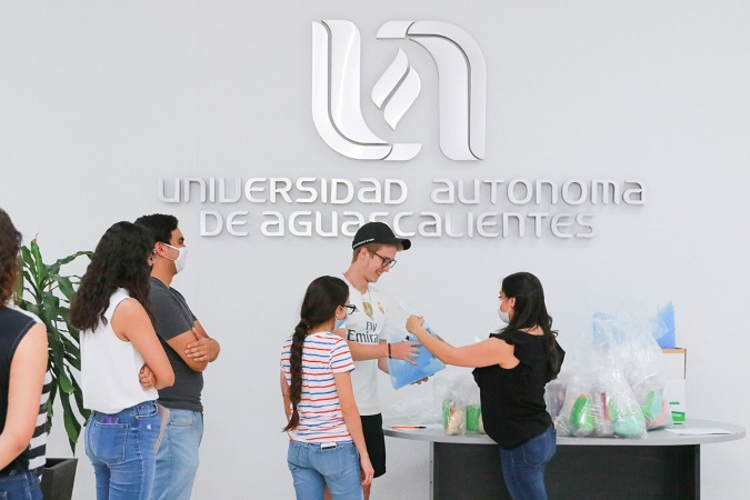 Entrega UAA material de protección a estudiantes de áreas médicas