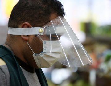 El coronavirus se puede transmitir al hablar o respirar, advierte especialista a la Casa Blanca