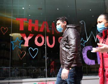 """""""Los cubrebocas solos no pueden frenar la pandemia de COVID-19"""": OMS"""