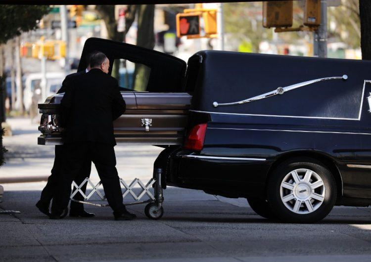 Autoridades hallan cadáveres apilados en un hogar de ancianos en Nueva Jersey