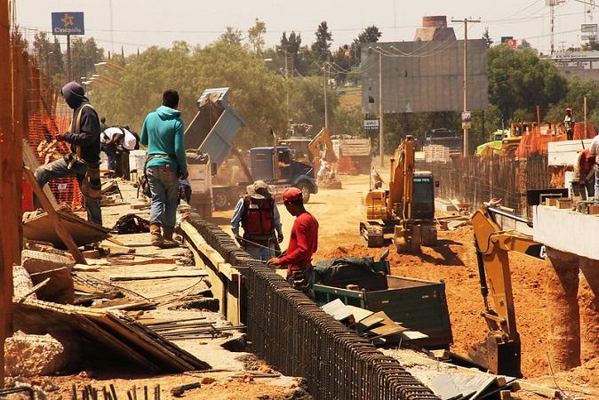 Ahoga contingencia a constructoras; sólo 50% continúan laborando