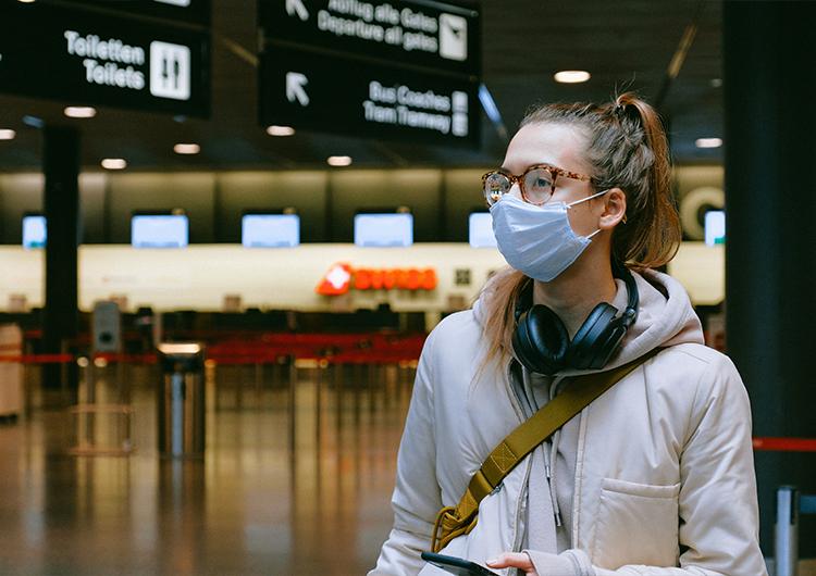 Sigue recibiendo Cancún aviones de ciudades con altos contagios