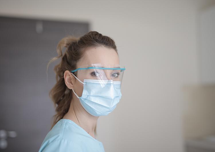Hacen mascarillas en 3D para evitar contagios hospitalarios