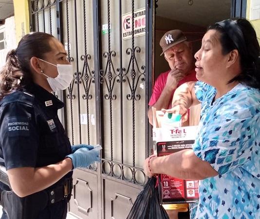 Policías municipales de Aguascalientes llevan medicamentos a grupos vulnerables