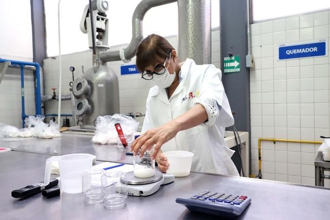 Crean investigadores de la UAA gel antibacterial a partir de vinagre