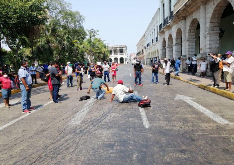 Protestan por quedar fuera de apoyo de desempleo