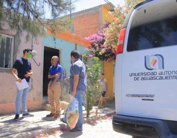 Entregan alumnos de la UAA despensas a adultos mayores y personas vulnerables