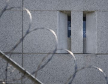 Muere salvadoreño por COVID-19, el primer deceso en una cárcel migratoria de EU