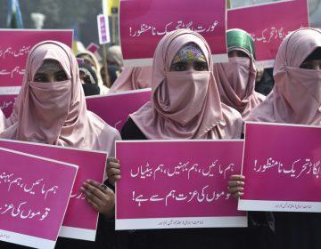 Familia en Pakistán asesina a dos jóvenes por la difusión de un video