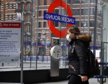 Empleada de ferrocarril británica muere por coronavirus después de que le escupieran