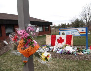 Tras tiroteo, Trudeau prohíbe venta y portación de más de 1,500 modelos de fusiles de asalto de calibre militar
